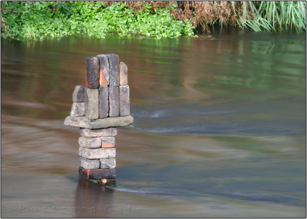 Hand | Sculpture by Dan in the River Don | Sheffield | November 2016 | © Postcard Cafe  (sp1000761e)