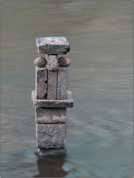 Face | Sculpture by Dan in the River Don | Sheffield | November 2016 | © Postcard Cafe  (sp1000811e)