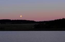 Moon at Sunrise | Redmires Reservoir Sheffield | © Postcard Cafe (s_1050579e)