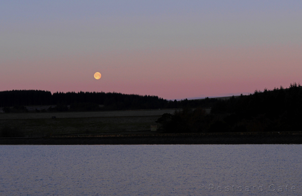 Moon at Sunrise | Redmires Reservoir Sheffield | © Postcard Cafe  (s_1050579e)
