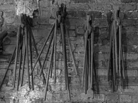 7. Wortley Top Forge 2017 | Tongs | © Postcard Cafe | SP1030155E