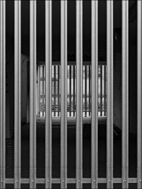Vertical Hold #8 | Sheffield 2017 | © Postcard Cafe |