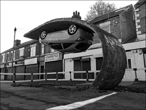 2. Pick Yourself Up And Pull Yourself Together | 2017 | Alex Chinneck | © Postcard Cafe | SP1030401E B&W